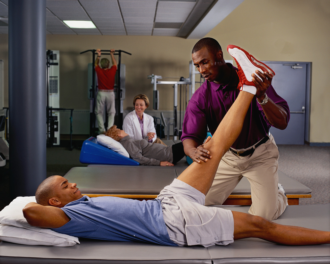 sports medicine physician Sports medicine focuses on helping people improve their athletic performance, recover from injury and prevent future injuries it is a fast-growing health care field, because health workers who specialize in sports medicine help all kinds of people, not just athletes.